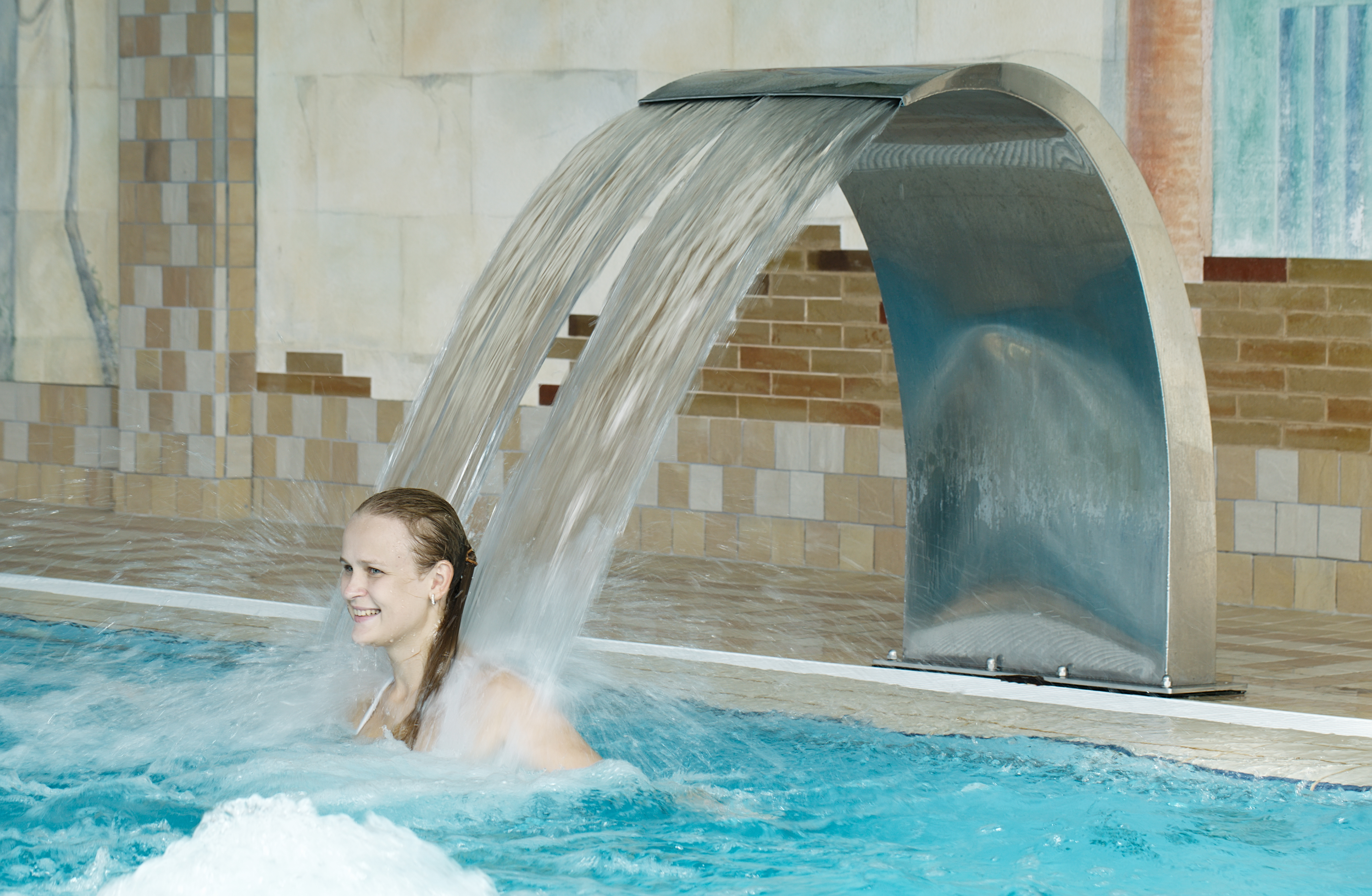 Enjoy take a dip in a cool pool with waterfall. Trying a Nordic Spa in Québec City offers the chance to experience a choice of thermotherapies.