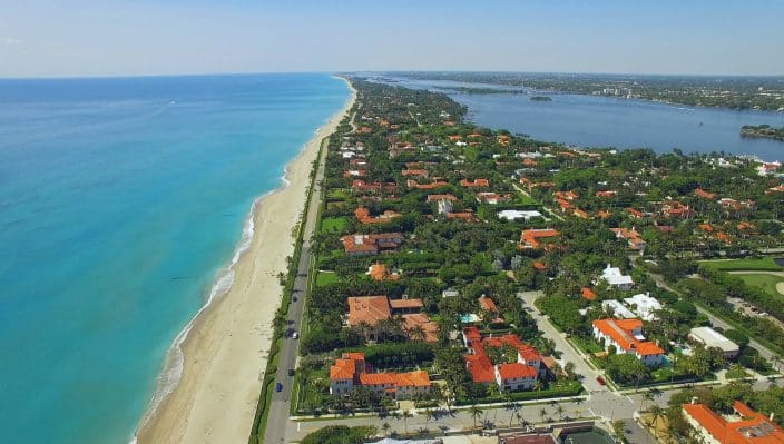 Overhead view of Palm Beach, home of the rich and famous