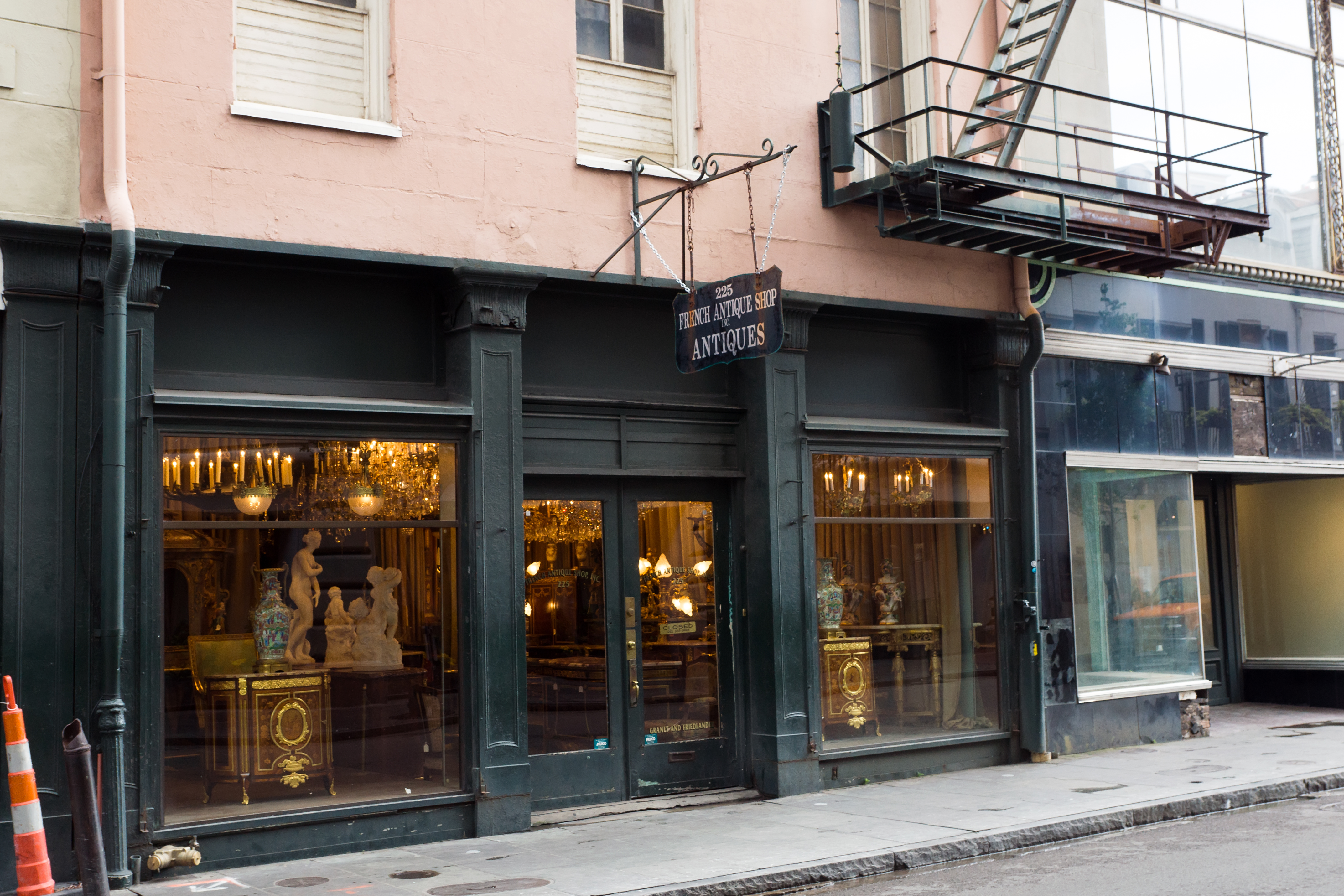 Walking through New Orleans http://www.betsiworld.com/new-orleans-geta…ng-list-and-tips/