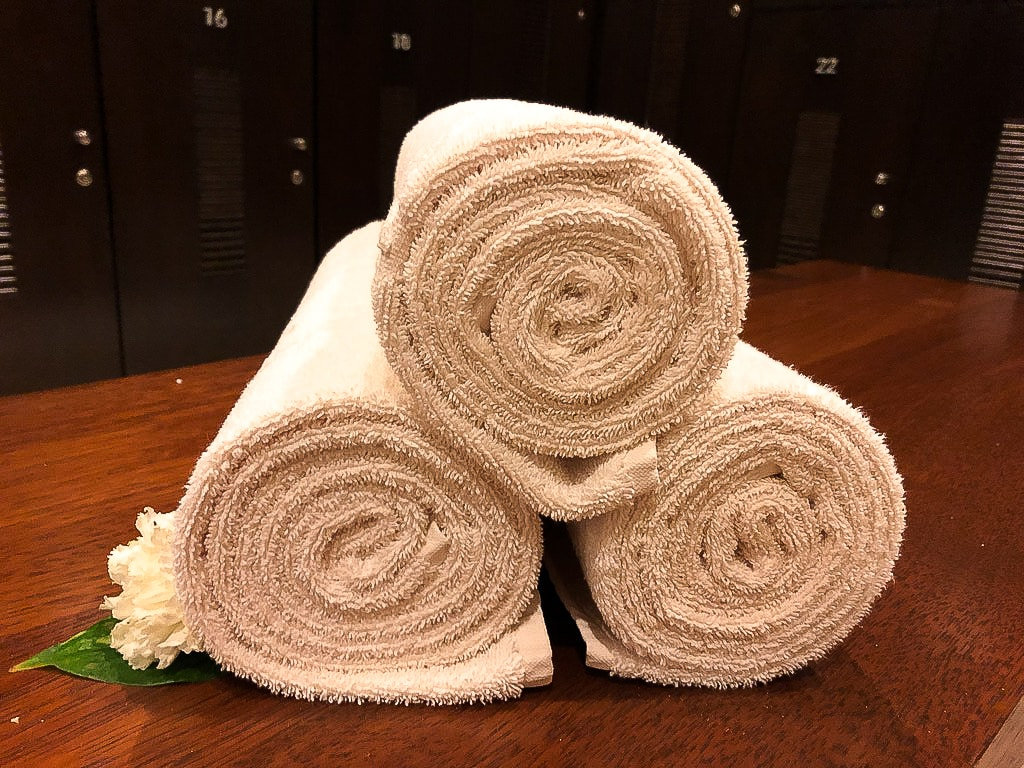 At Grand Velas Se Spa, they pay attention to even the smallest details, like making sure the towels are rolled just right, waiting for guests.