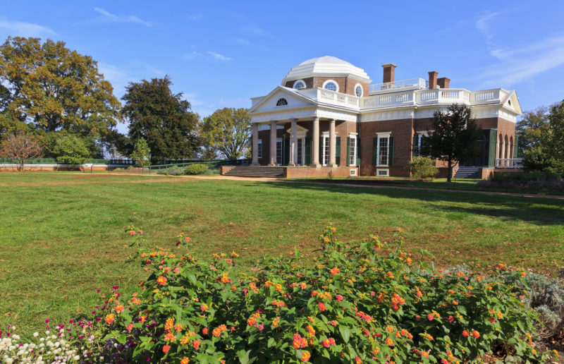 Monticello, Jeffersons home with green grass and flowers