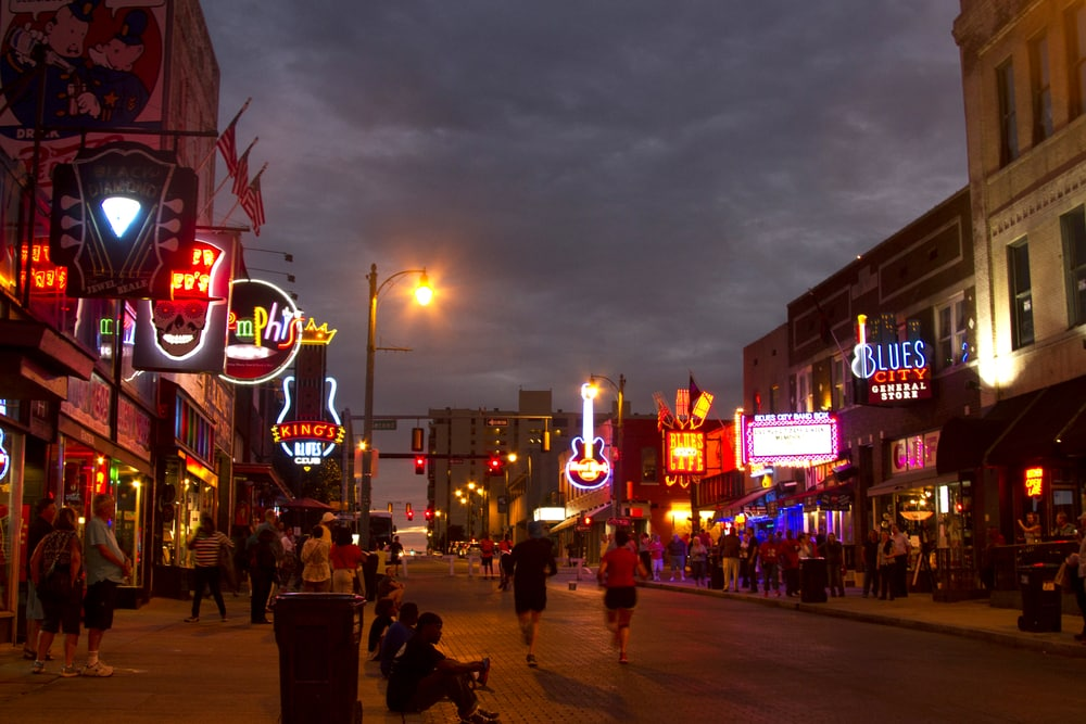 memphis bars in the evening which you can visit during your romantic Tennessee getaway.