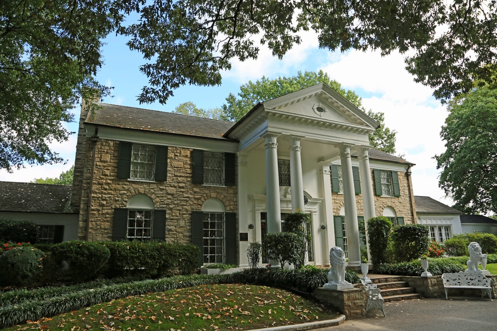 graceland for a romantic memphis getaway