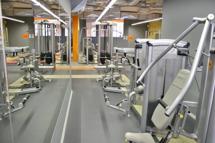gym interior, there are no travel restrictions on gyms in florida